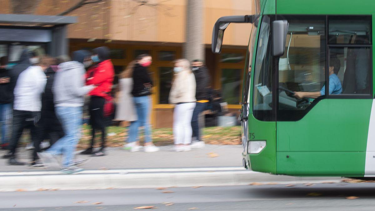 Nach einem Sturz mit Todesfolge in einem City-Bus in Bad Reichenhall sucht die Polizei nach Zeugen.