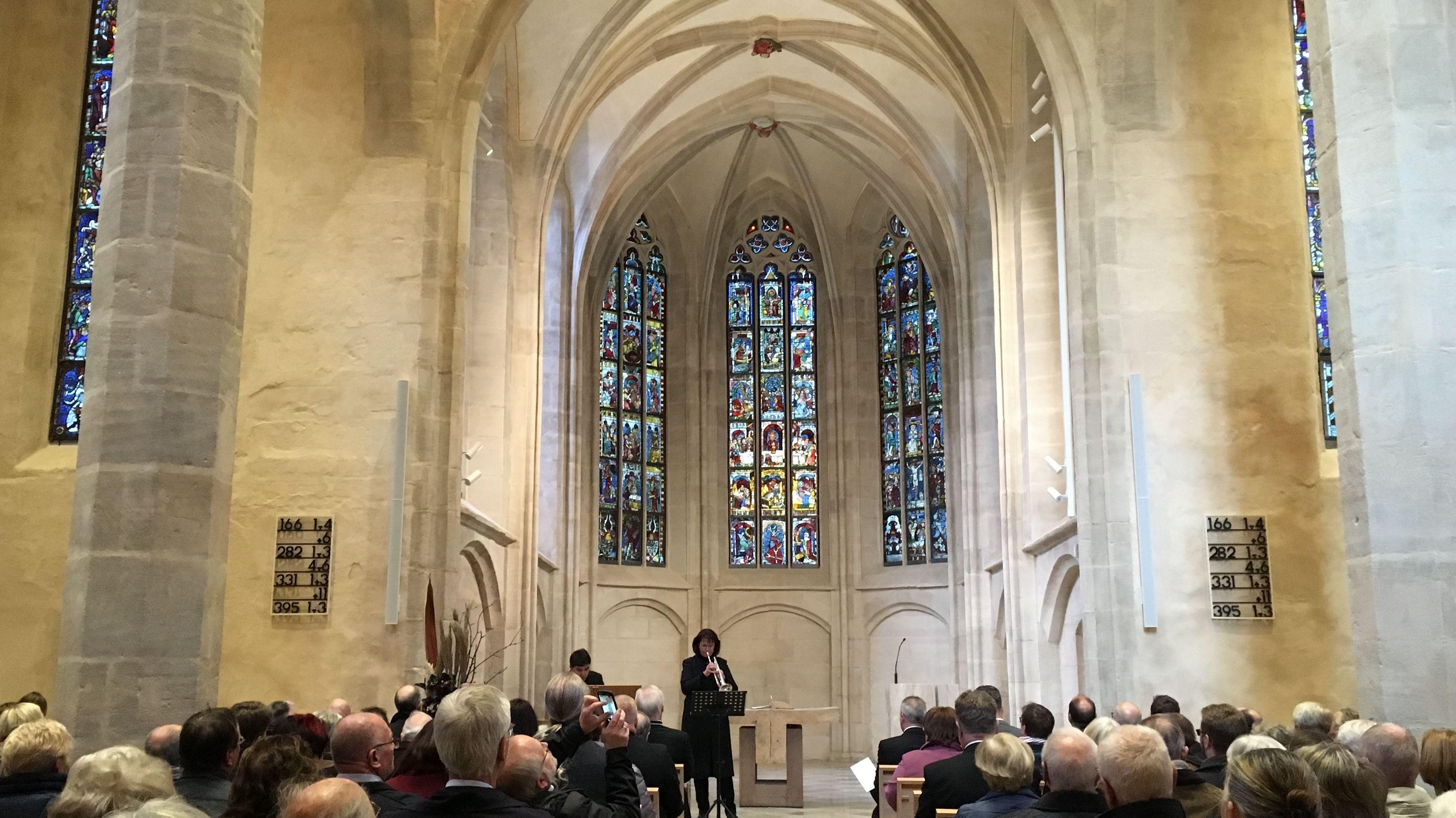 Publikum im Kirchenschiff