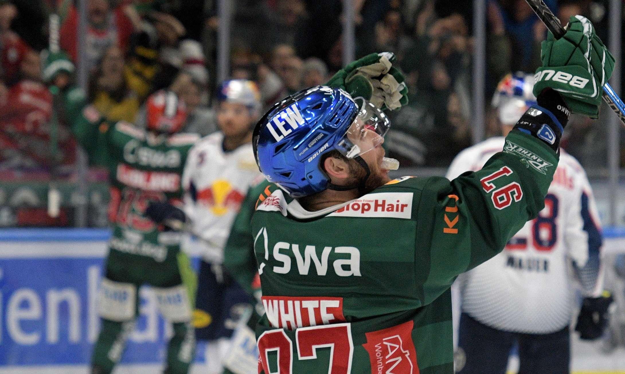 Panther-Spieler auf dem Eis.