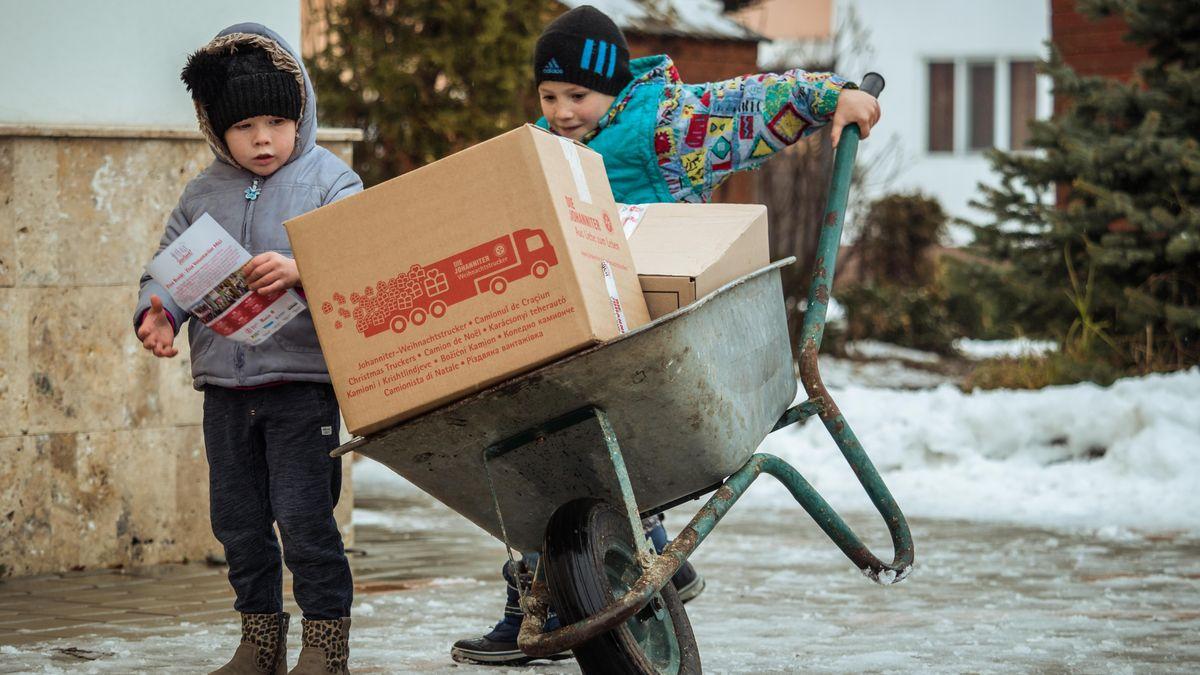 Hilfspakete für die Johanniter-Weihnachtstrucker
