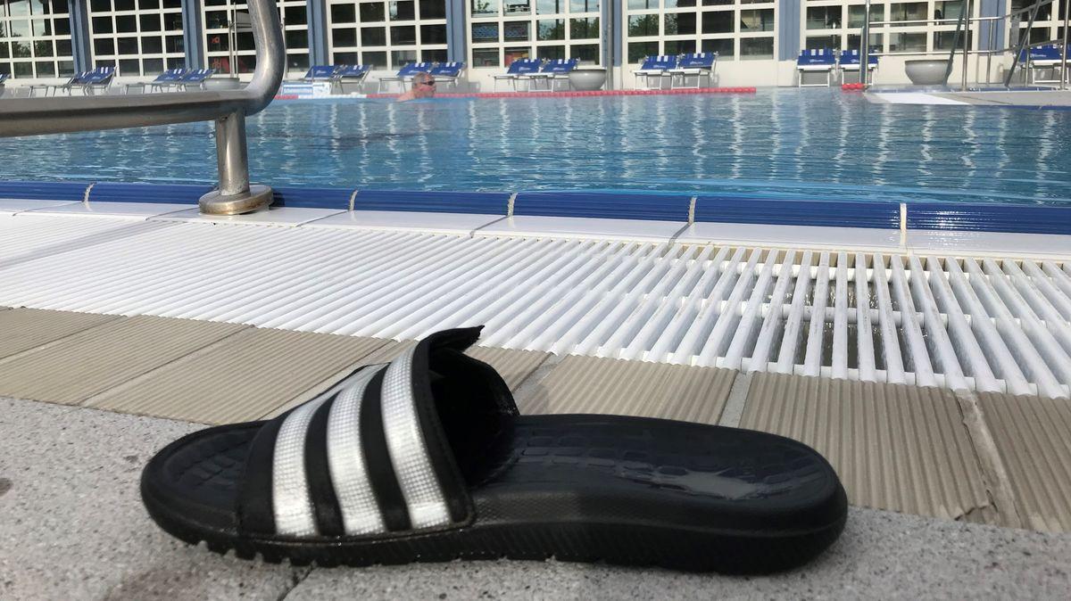 Ein einzelner Schwimmer