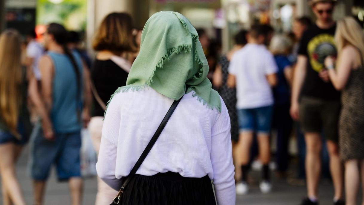 Symbolbild: Frau mit Kopftuch