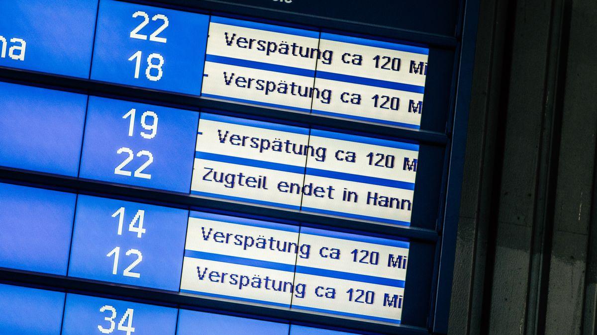 Münchner Hauptbahnhof, Anzeigentafel