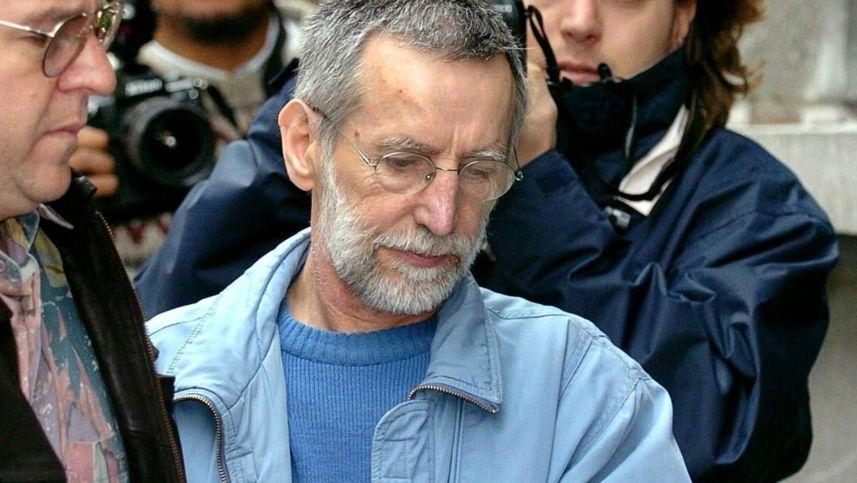 Archiv - 01.07.2004: Der französische Serienmörder Michel Fourniret  wird in ein belgisches Gerichtsgebäude gebracht.