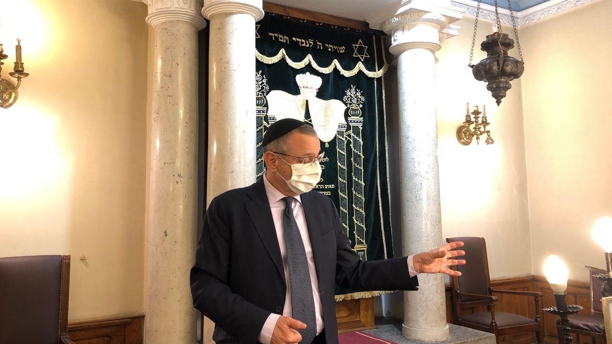 Juden in Serbien - Isak Asiel der Rabbi von Serbien in der Synagoge in Belgrad
