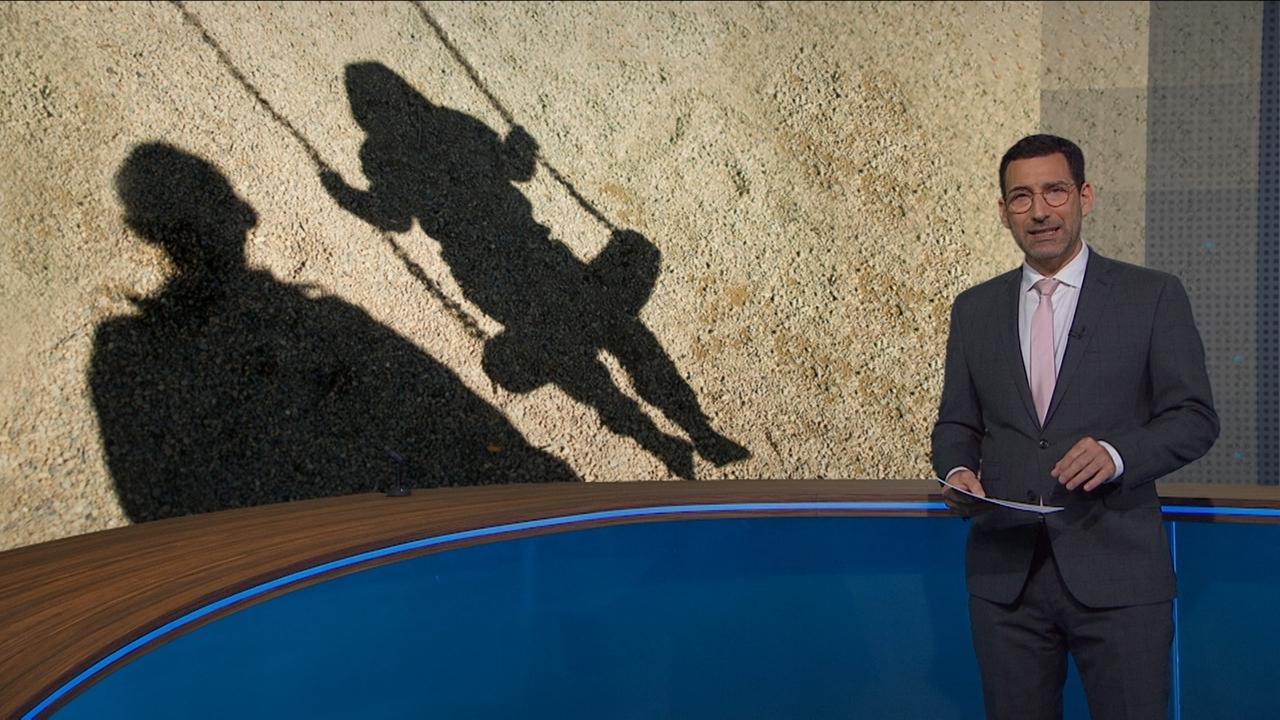 Moderator mit Bild eines Schattens: Mann mit Kind auf Schaukel