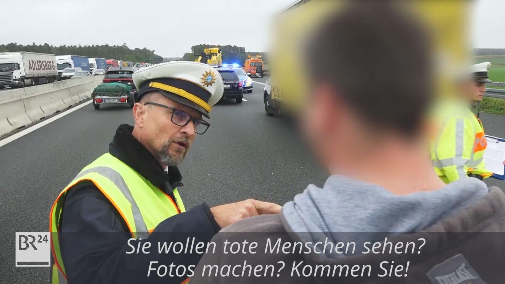 Polizist knöpft sich Gaffer nach tödlichem Unfall vor