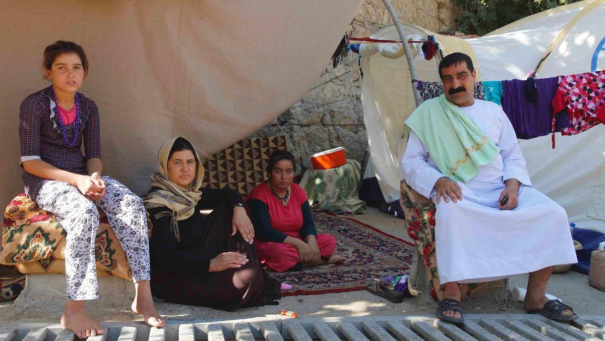 Jesidische Flüchtlinge im Flüchtlings-Zeltlager in der Kurdenregion Dohuk im Nordirak