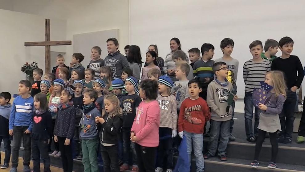 Grundschüler aus Coburg gemeinsam auf einer Bühne