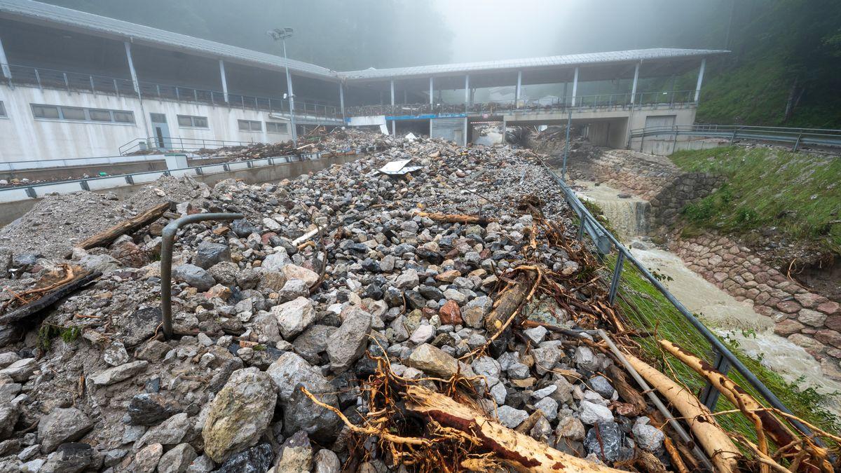 Die Bob- und Rodelbahn ist durch das schwere Unwetter in der Nacht zum 18.07.2021 durch Schutt und Geröll völlig zerstört.