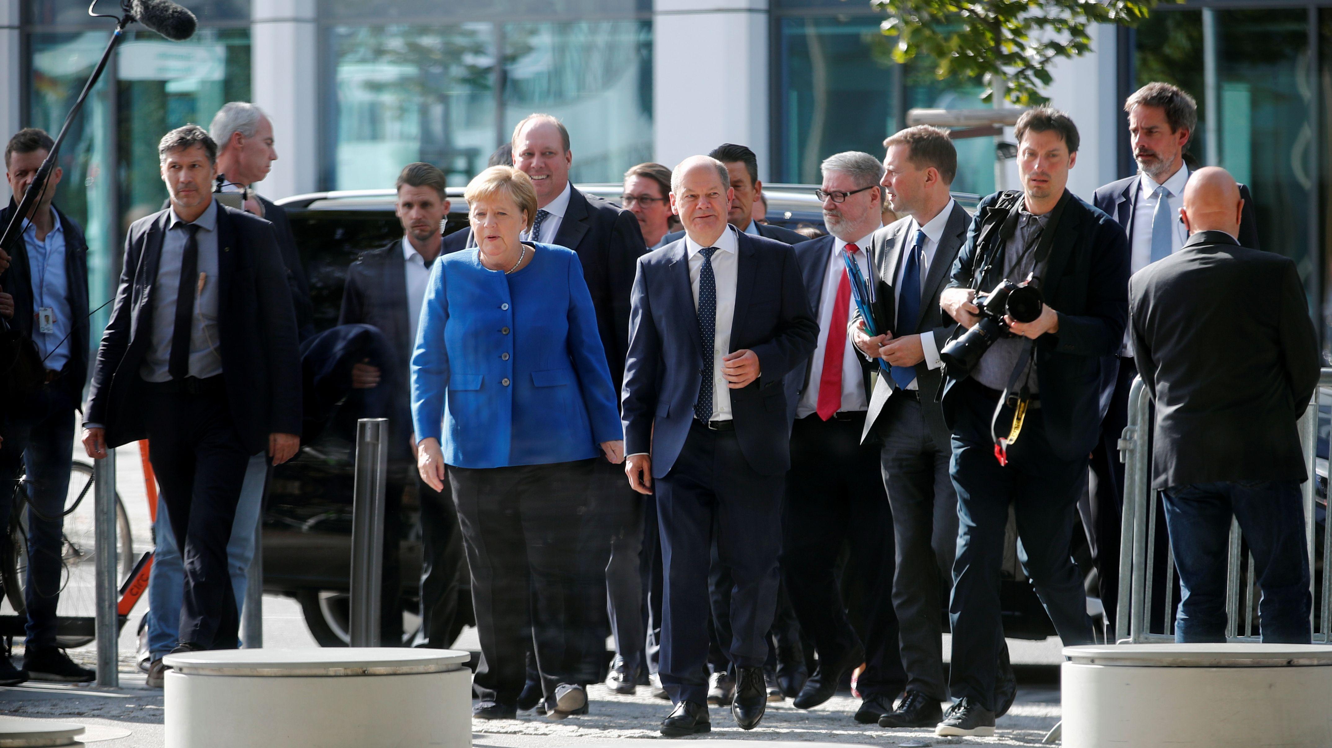 Die Spitzen der Koalition auf dem Weg zur Pressekonferenz zur Vorstellung des Klimapakets.