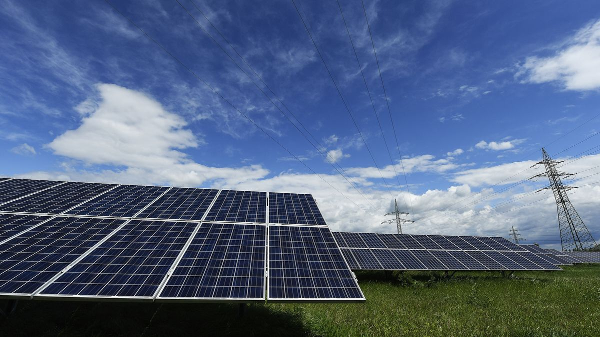 """Blick auf eine """"Photovoltaik-Anlage"""""""