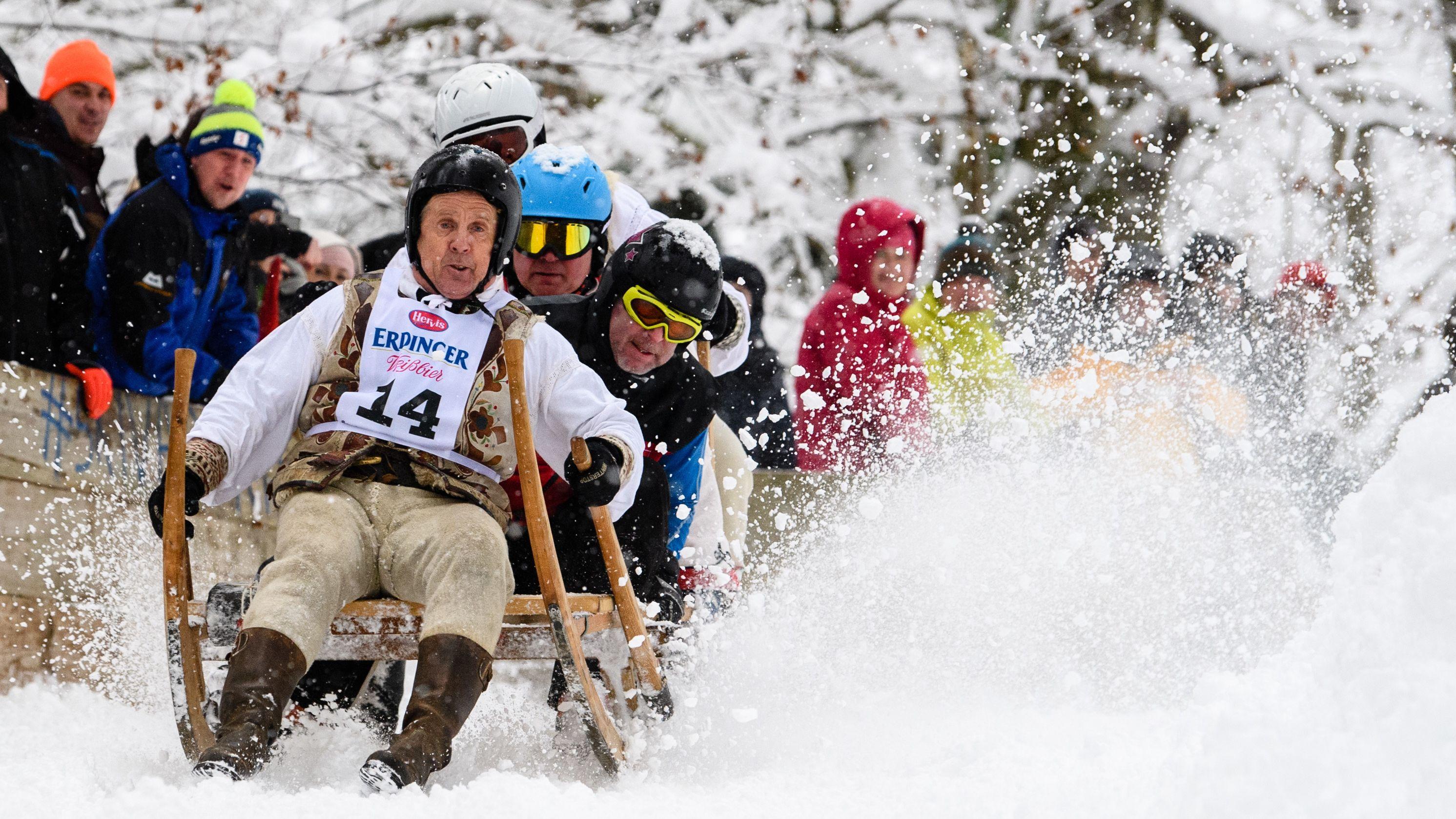 Heiß geht es her beim traditionellen Hornschlittenrennen in Garmisch-Partenkirchen, hier ein Foto von 2019.