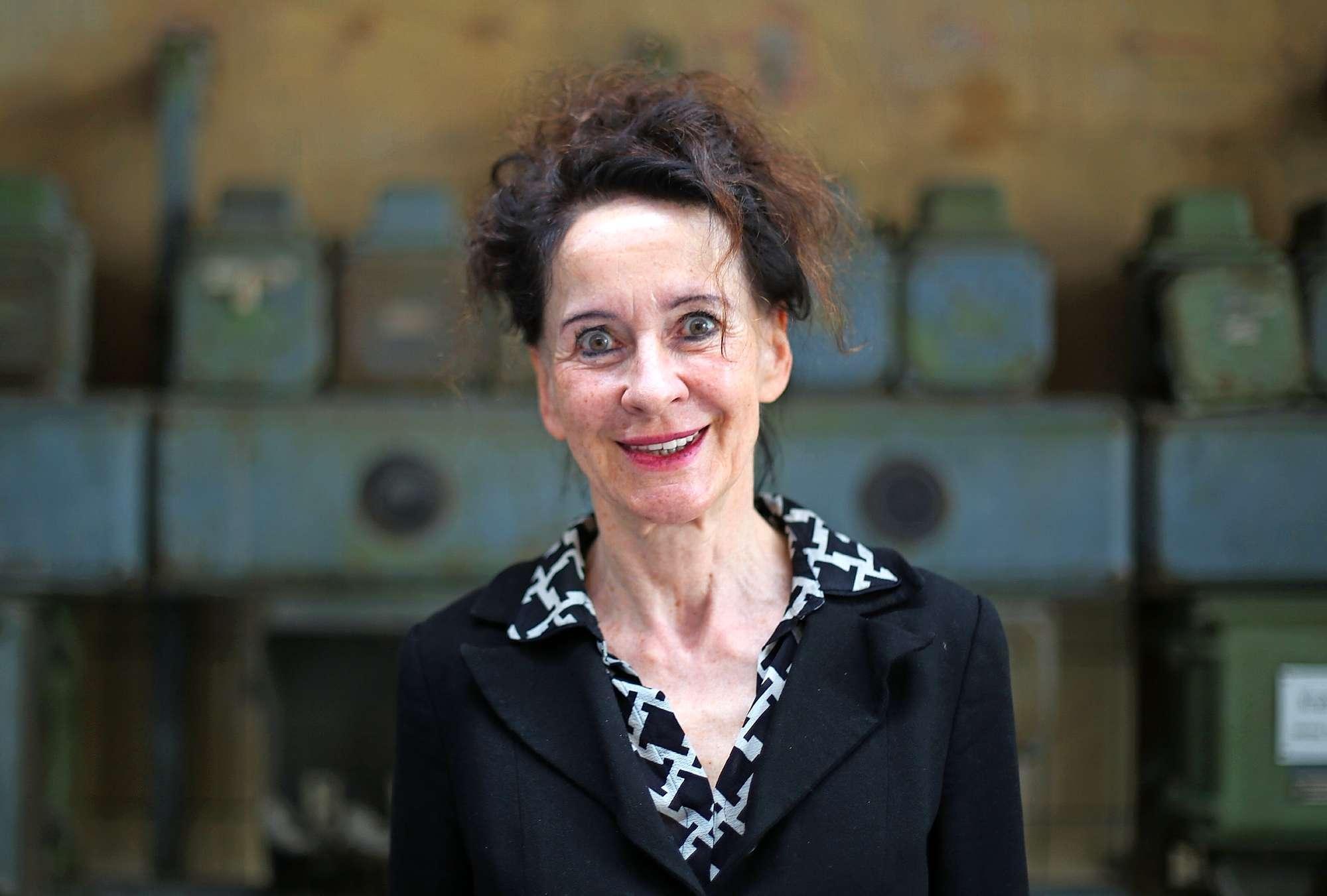 Stephanie Carp, Leiterin der Ruhrtriennale, lächelt in die Kamera