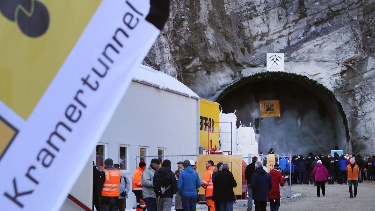 Tunnelanschlag: Die Bauarbeiten der Hauptröhre zum Kramertunnel haben begonnen.