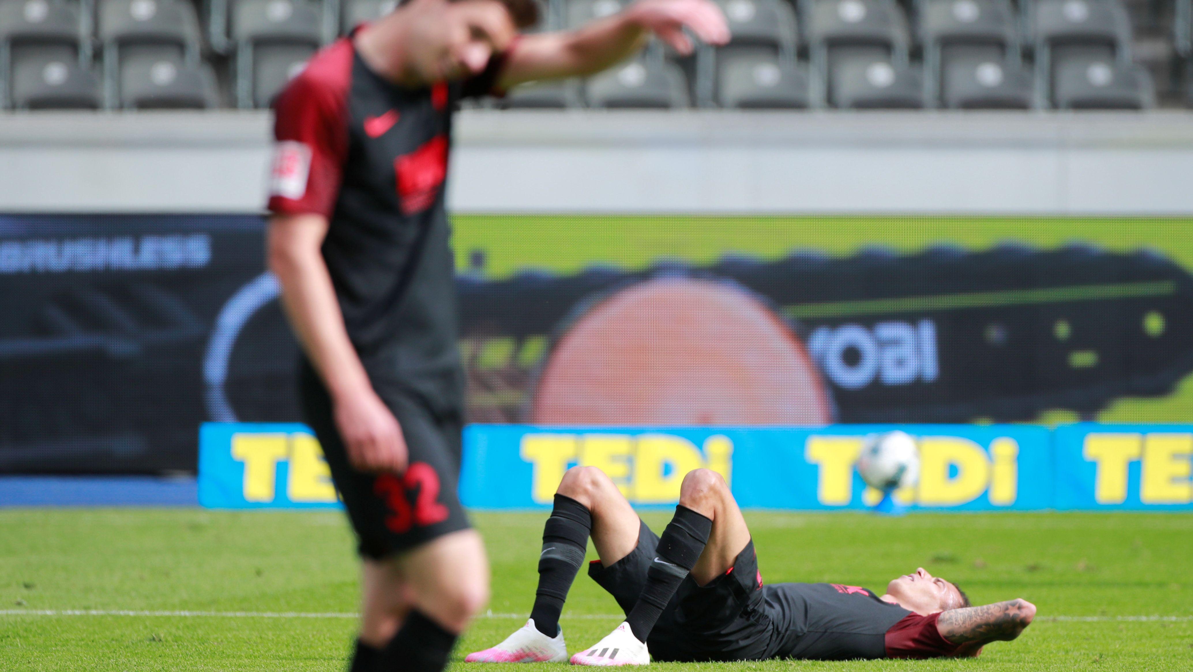 Enttäuschte Spieler des FC Augsburg