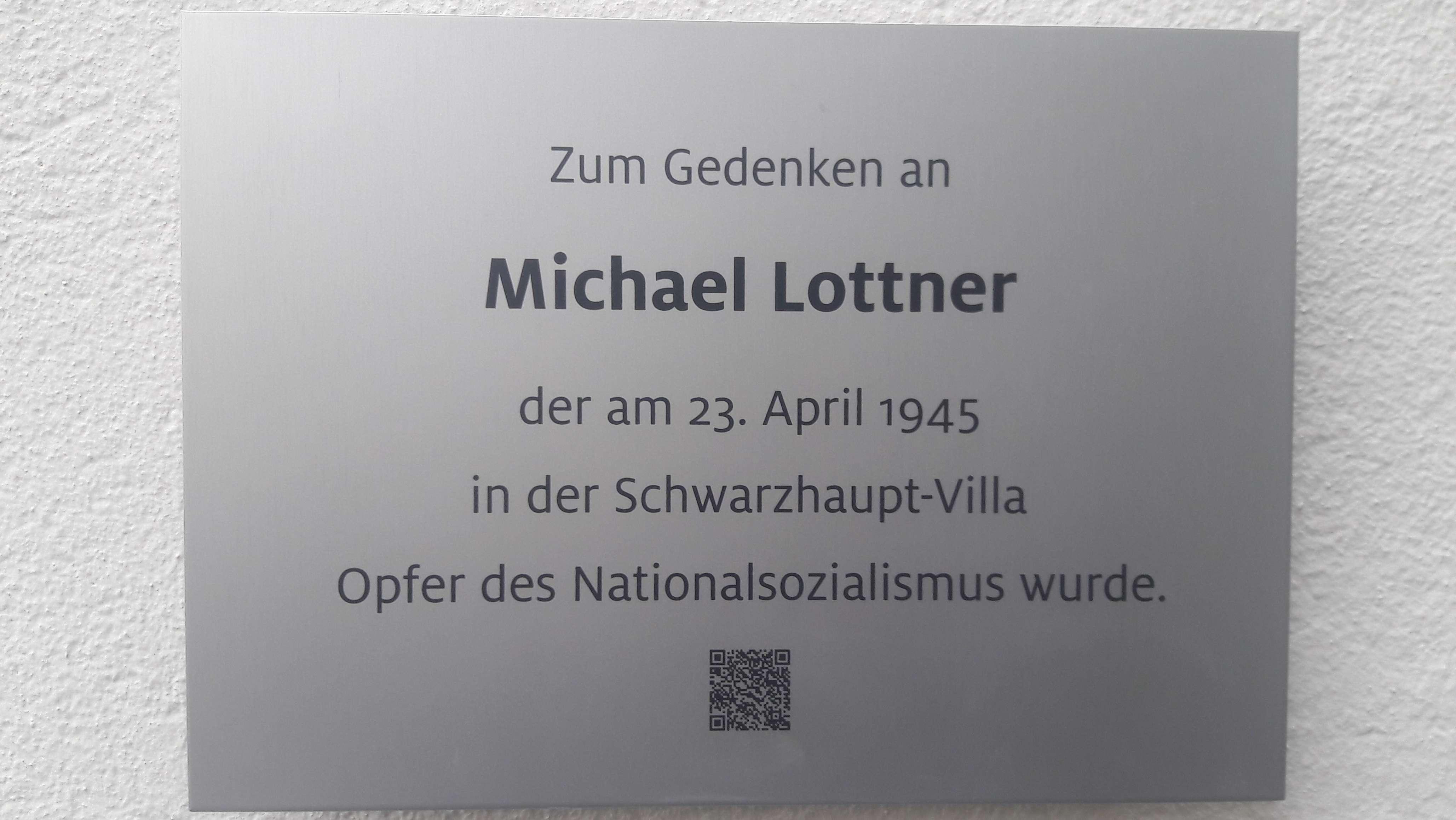 Diese Gedenktafel am Eingang der IHK in Regensburg erinnert an Michael Lottner.