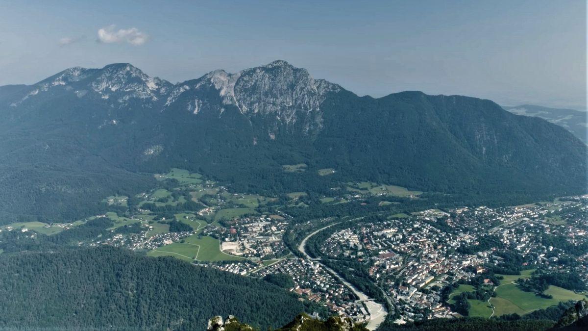 Der Hochstaufen - Eine Drohnenaufnahme zeigt den karstigen Berg über Bad Reichenhall.
