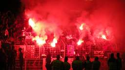 Fußballfans zünden Pyrotechnik | Bild:BR - Wolfram Hanke