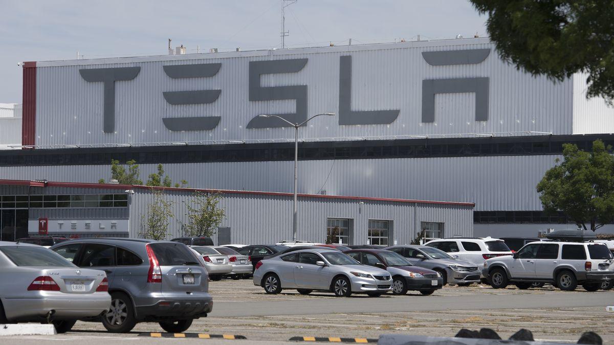 Firmenparkplatz von Tesla in Fremont, 10.5.2020