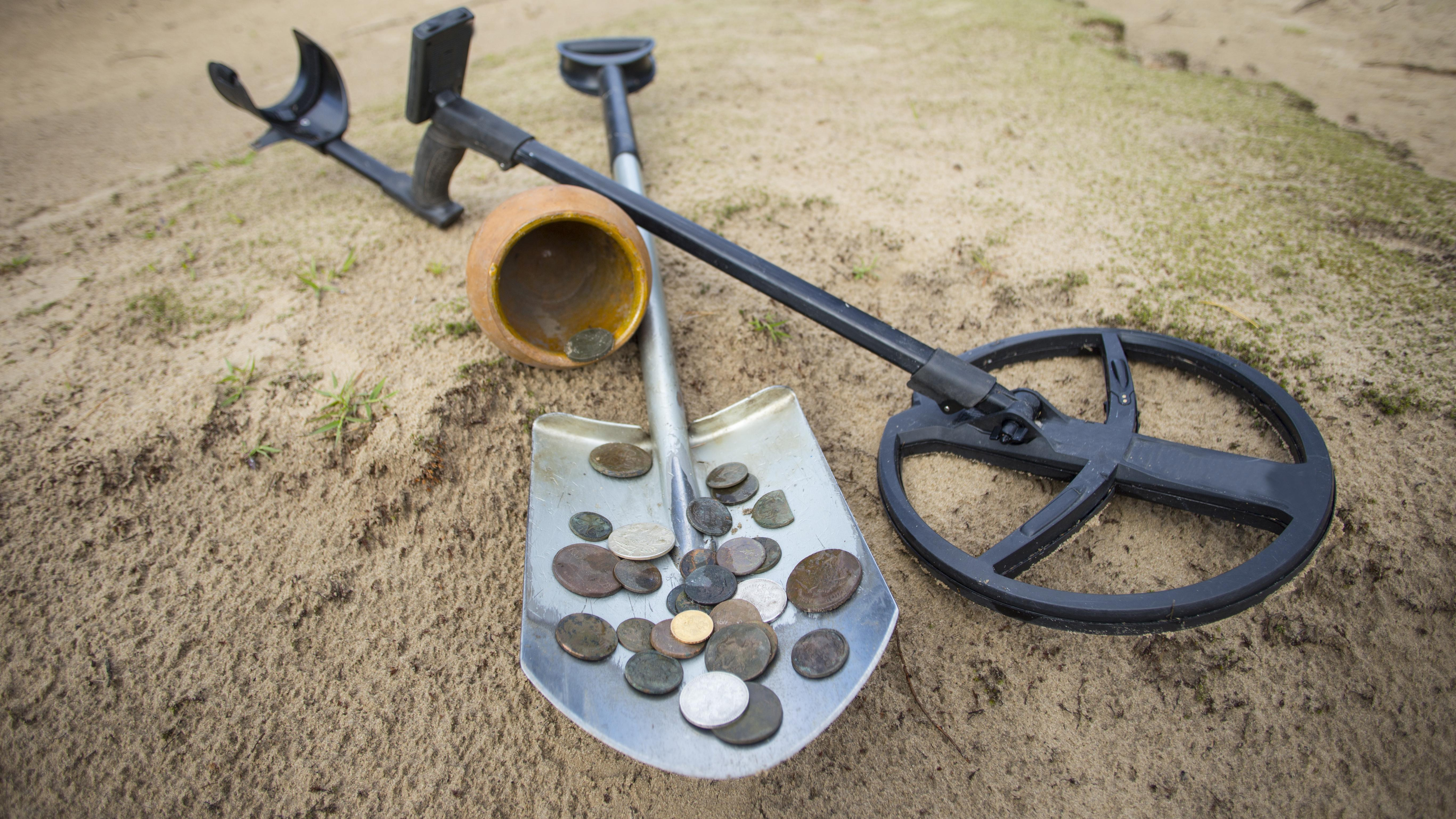 Schatzsucher sind meist mit Metallsonden unterwegs