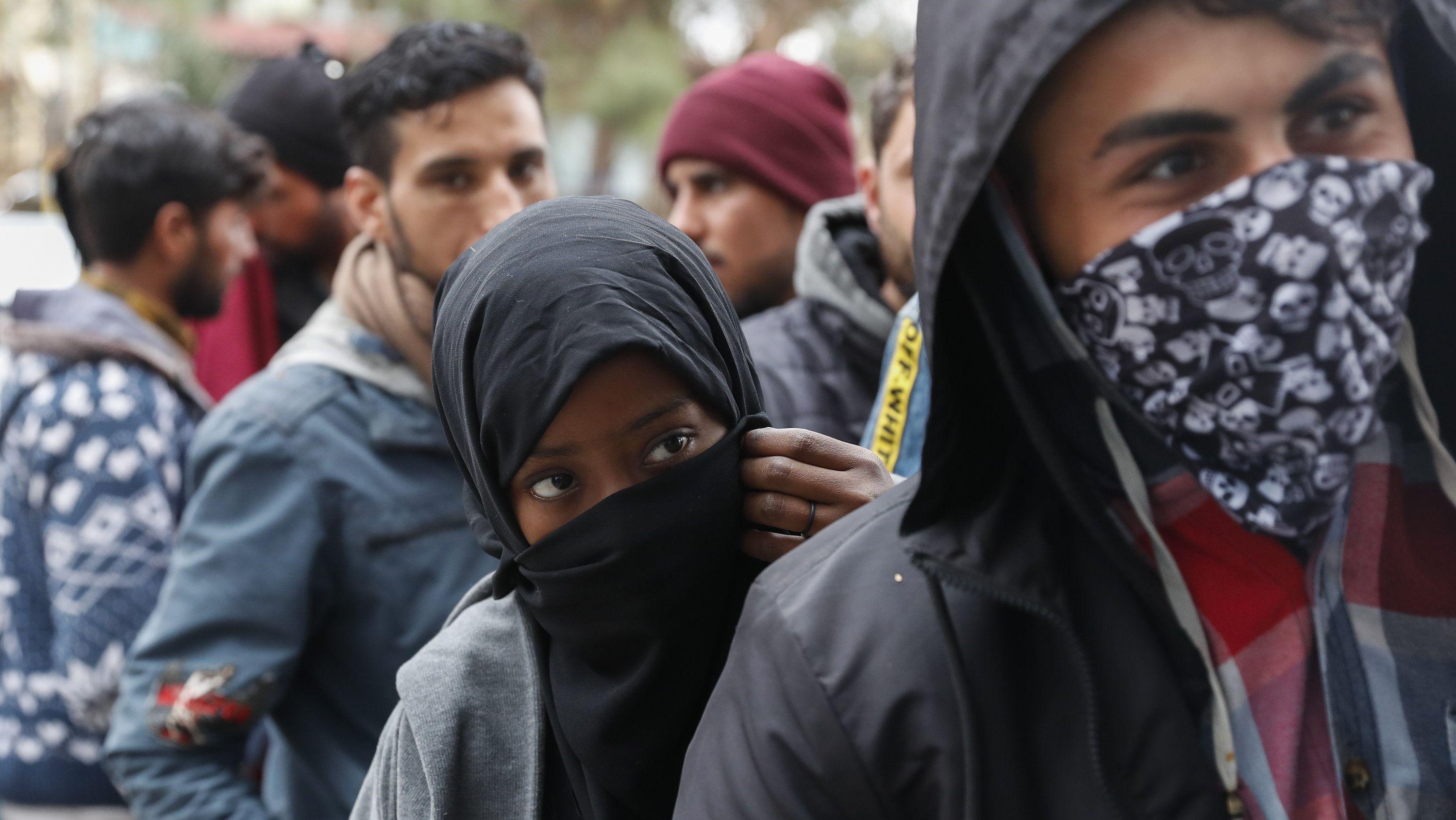 Flüchtlinge: Deutschland setzt humanitäre Aufnahme aus