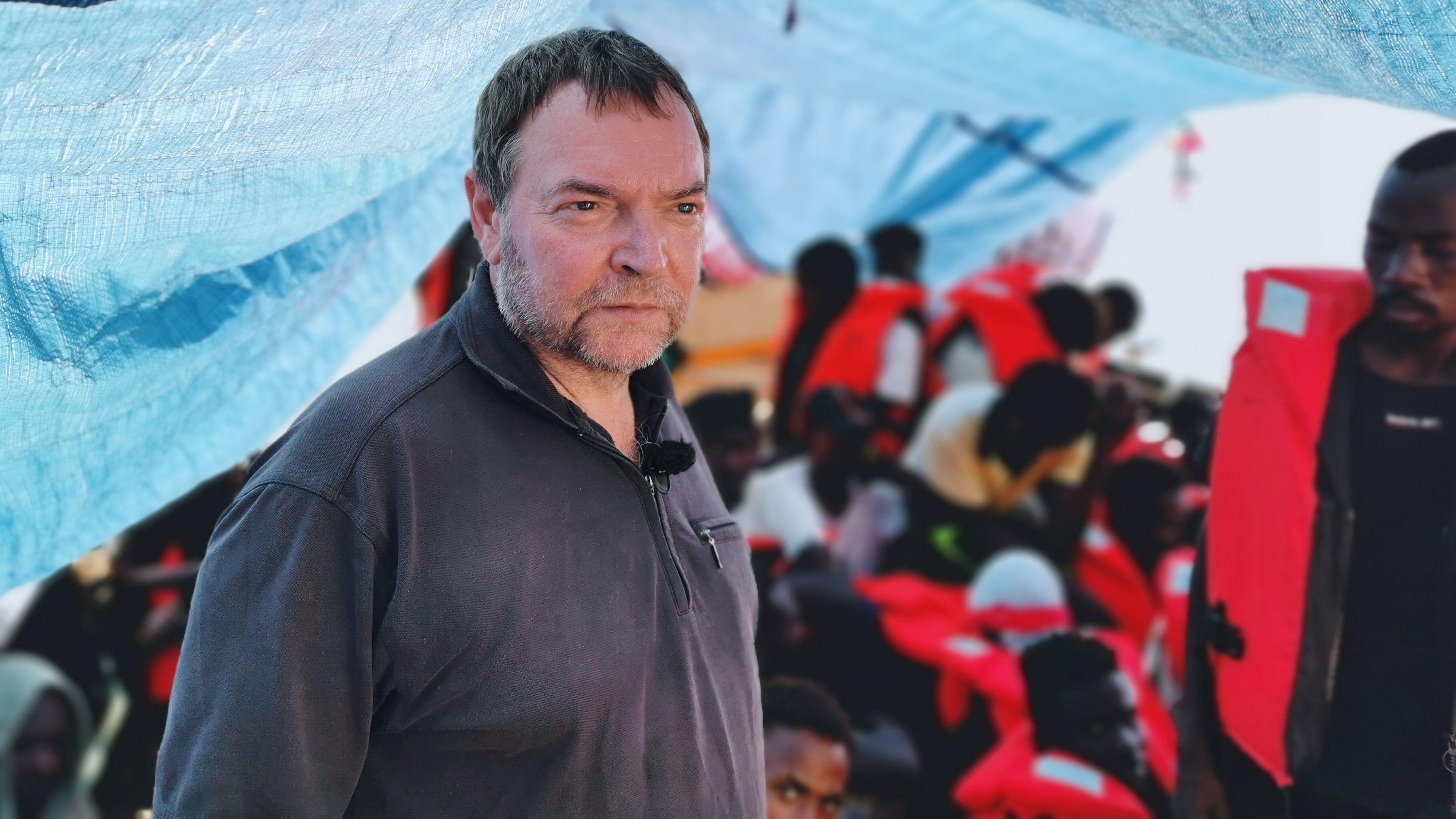 """Kapitän Claus-Peter Reisch steht auf dem Deck des Rettungsschiff """"Eleonore""""."""