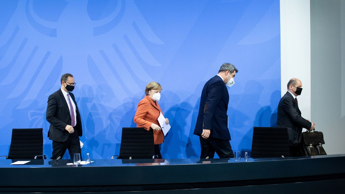 Michael Müller (SPD), Angela Merkel (CDU), Markus Söder (CSU) und Olaf Scholz (SPD).