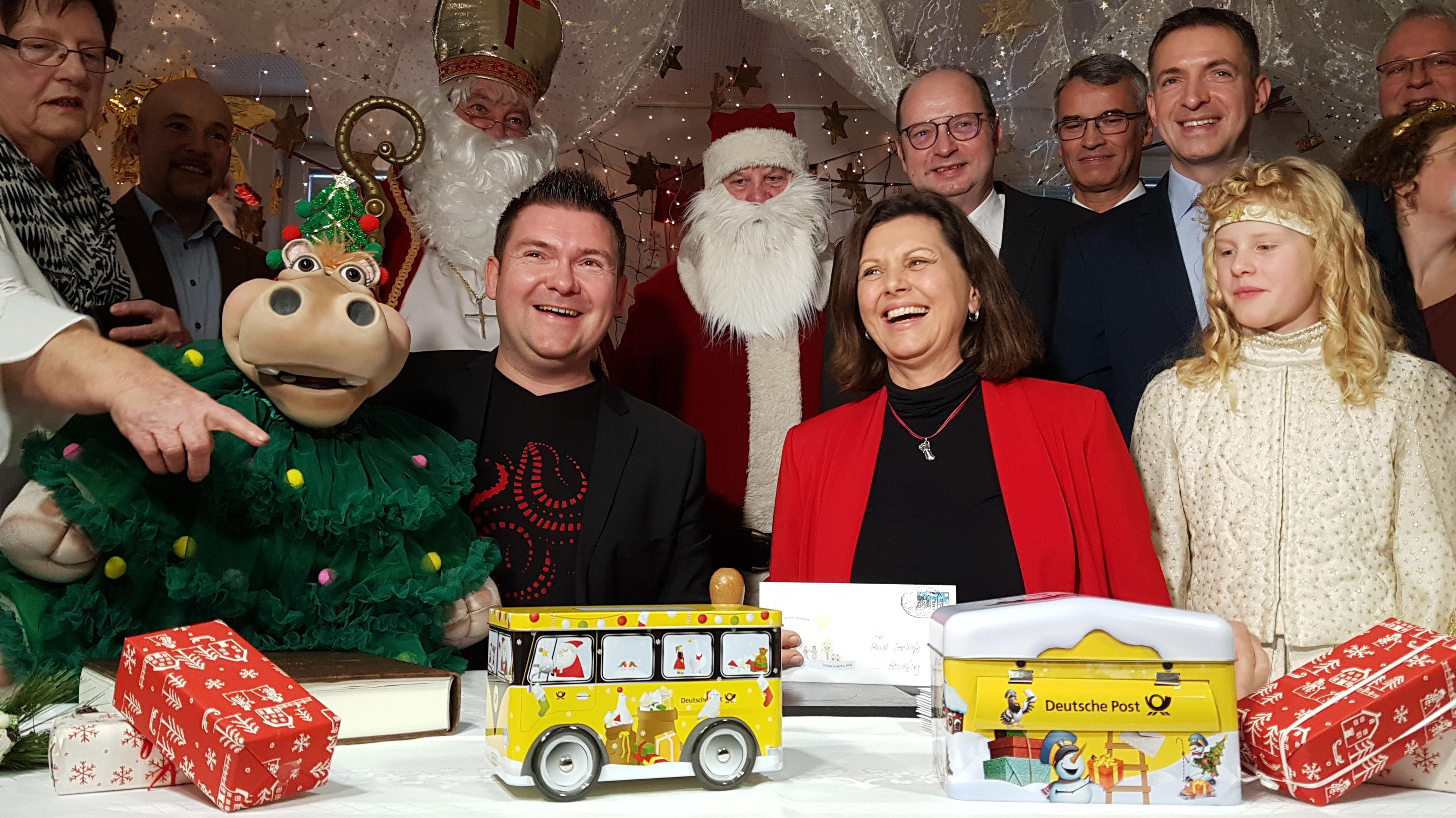 Ilse Aigner eröffnet das Weihnachtspostamt in Himmelstadt