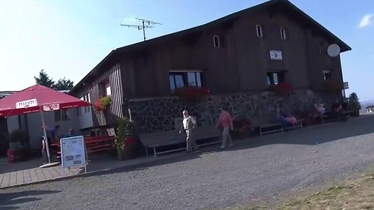 Die Kissinger Hütte des Rhönclubs auf dem Feuerberg