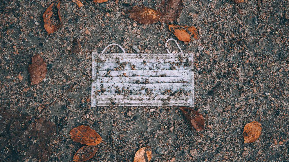 Eine Maske auf dem Boden   Bild:pa/xim.gs/ Philipp Szyza