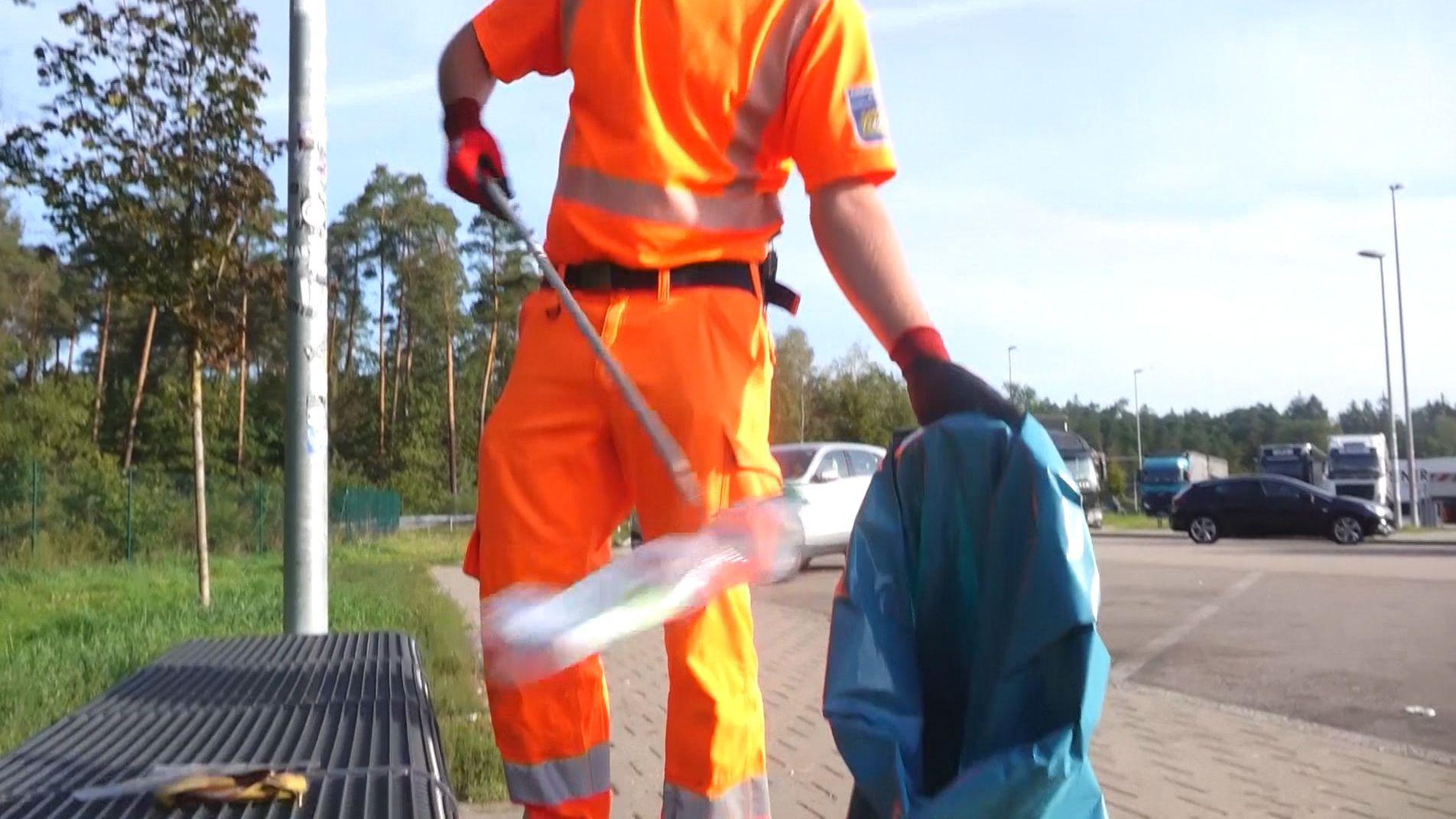 Plastik, Farbeimer und jede Menge Toilettenpapier: Mitarbeiter der Autobahnmeisterei beobachten, dass Auto- und Lastwagenfahrer von Tag zu Tag mehr Müll auf den Rasthöfen und Parkplätzen an der A3 abladen.