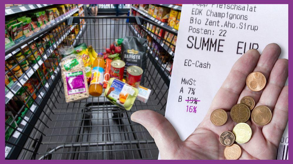 Ein Einkaufswagen mit einigen Produkten im Gang eines Supermarkts. Rechts im Bild ein Kassenbon, bei dem die 19% Mehrwertsteuer durchgestrichen sind und mit 16% überschrieben sind. Davor eine Hand, die ein paar Cent-Münzen hält. | Bild:BR24