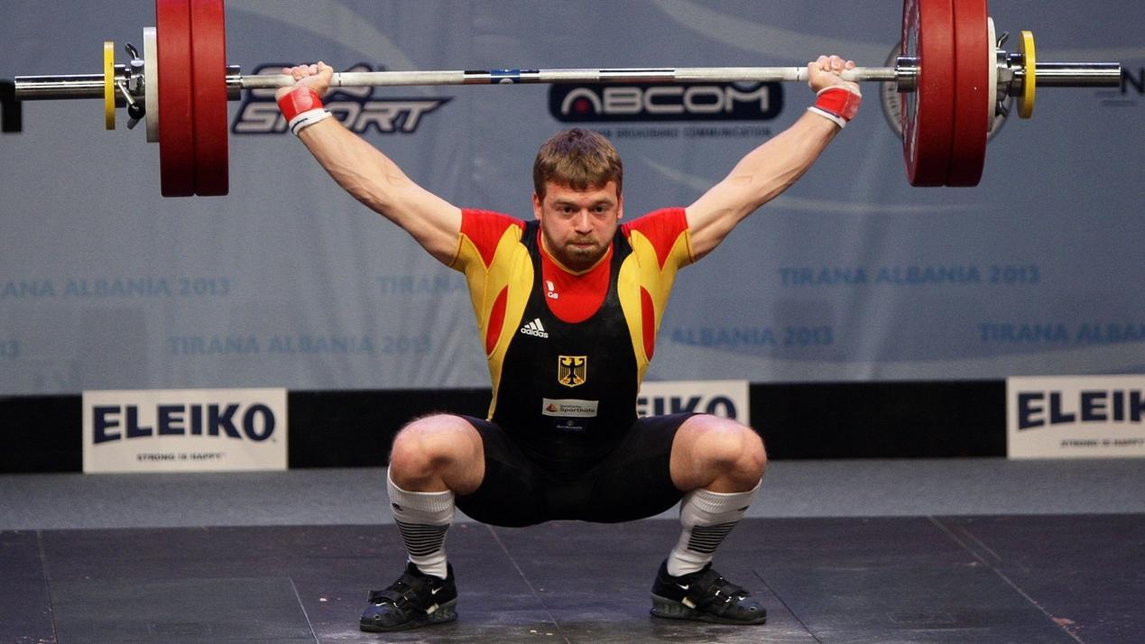 Gewichtheber Simon Brandhuber des TB 03 Roding
