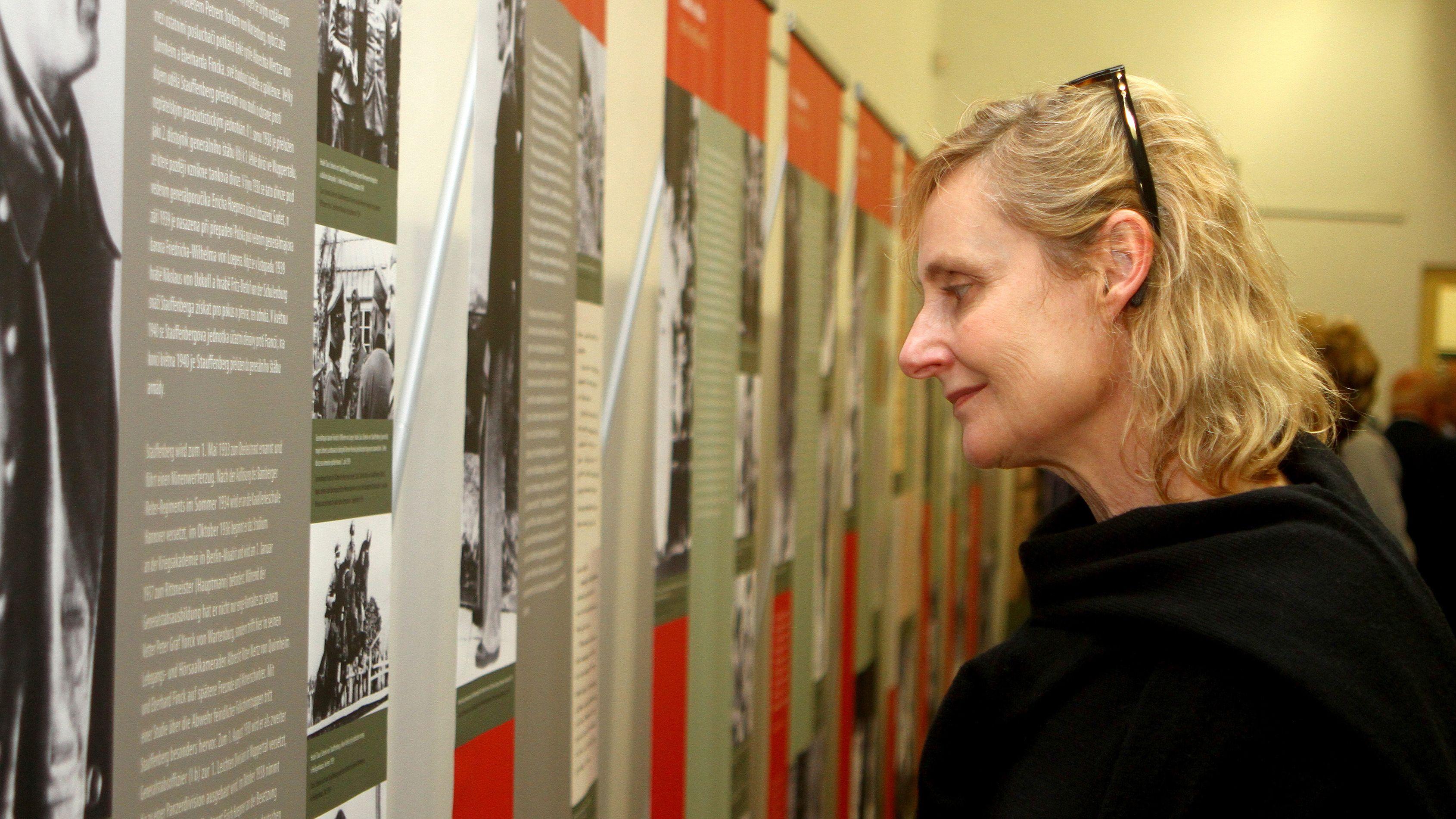 Elisabeth Ruge 2014 bei der Eröffnung einer Ausstellung zu Ehren von Claus Schenk von Stauffenberg