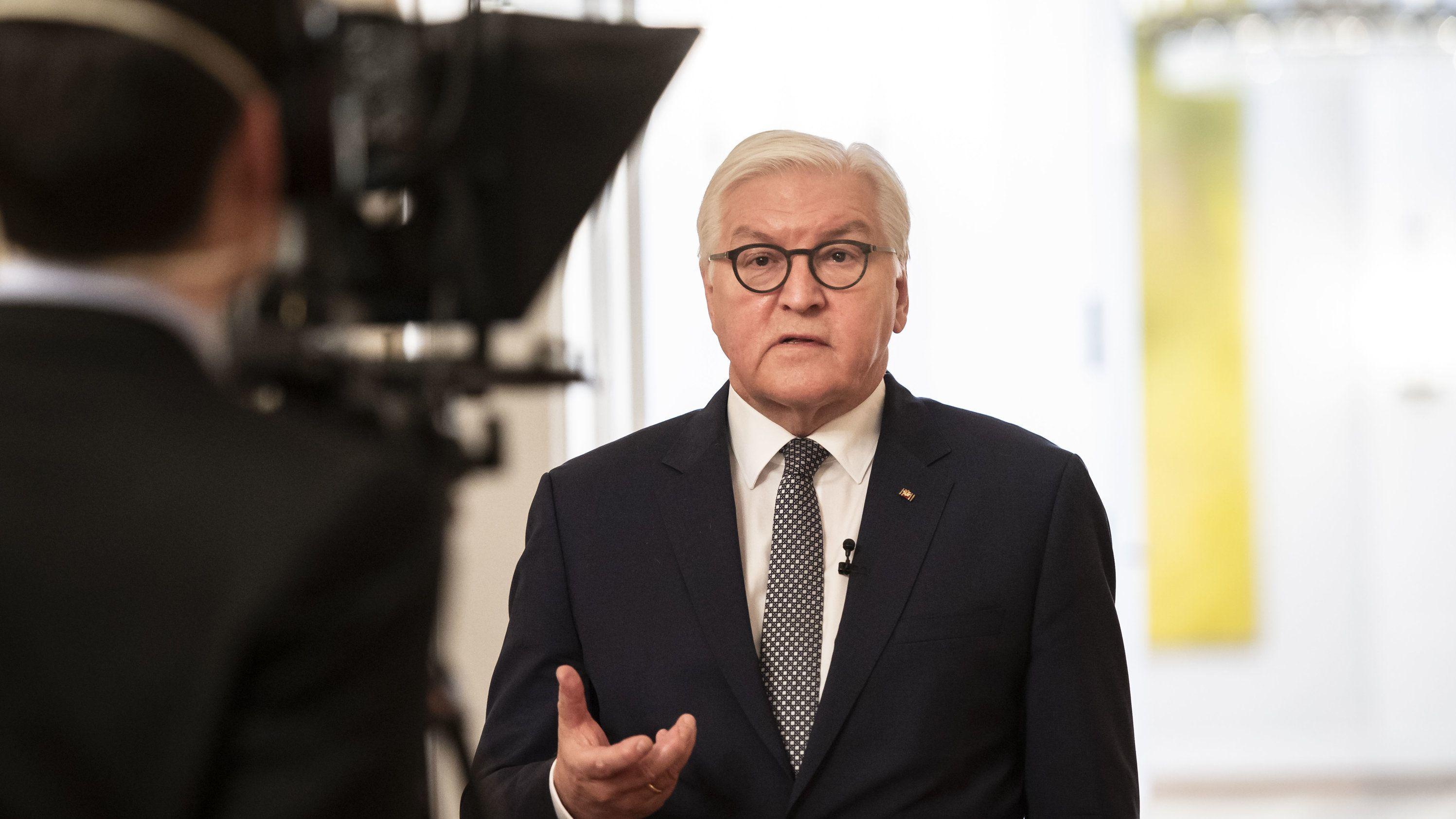 Bundespräsident Frank-Walter Steinmeier bei der Aufzeichnung seiner Videobotschaft zur Corona-Epidemie