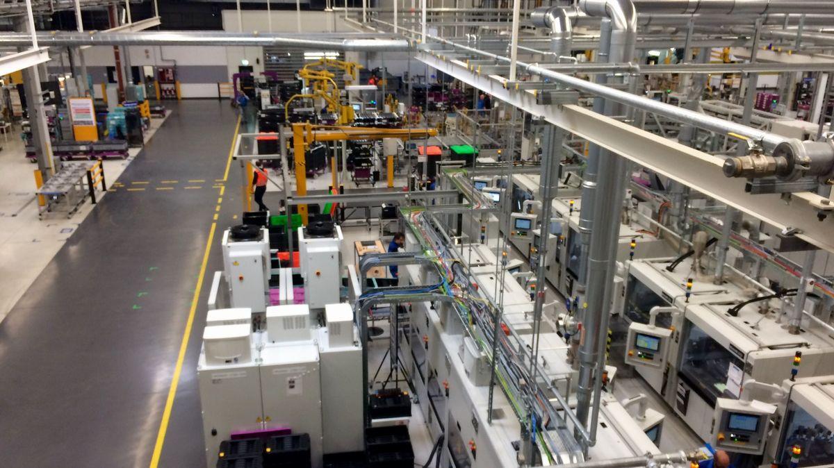 Eine Produktionshalle im BMW-Werk Dingolfing