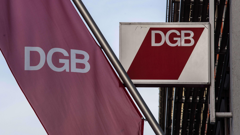 Logo des DGB am Gewerkschaftshaus in München