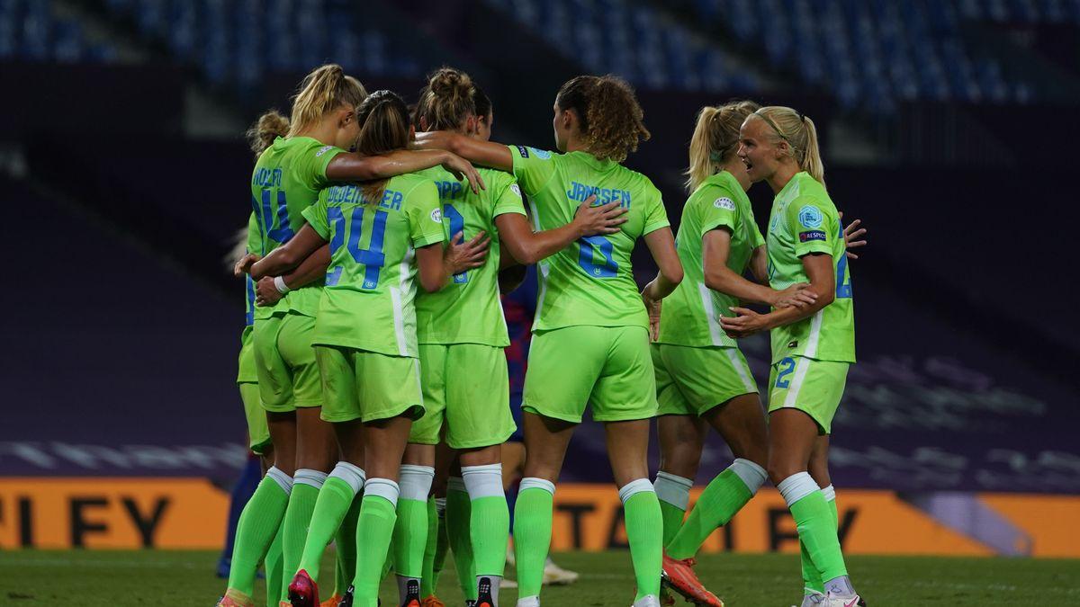 Jubelnde Spielerinnen des VfL Wolfsburg