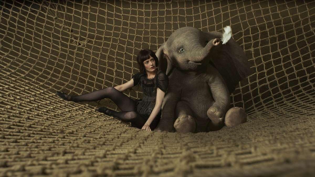 "Filmszene aus Tim Burtons Realverfilmung des Disney-Klassikers ""Dumbo"""