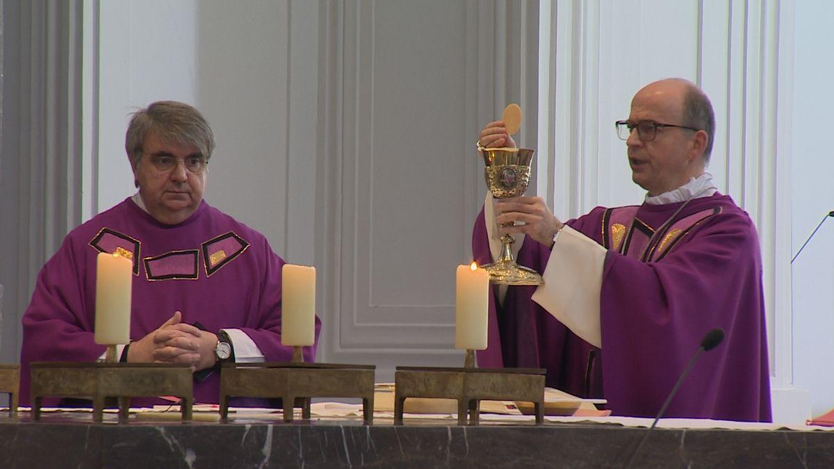 Gedenkgottesdienst für Opfer der Corona-Pandemie im Würzburger Dom