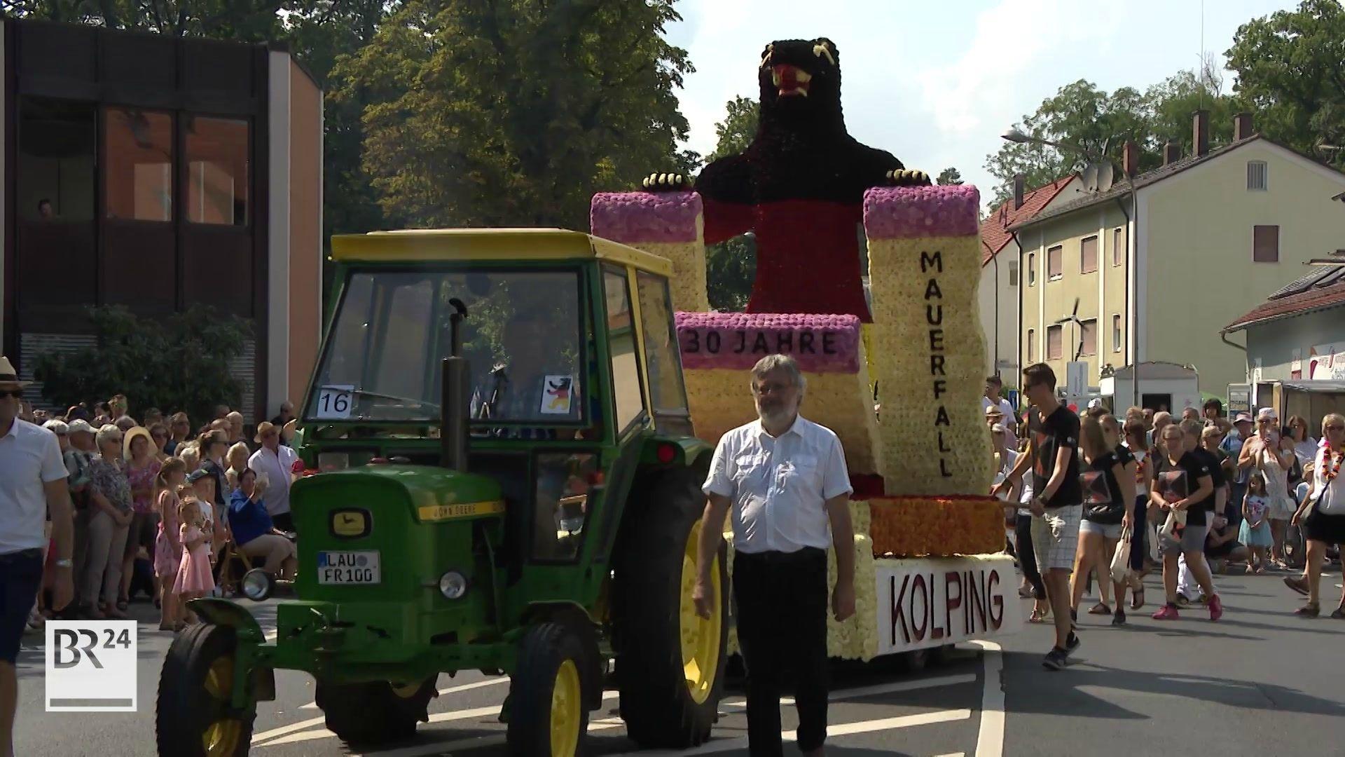 Ein Festwagen beim Blumenfest in Röthenbach an der Pegnitz.