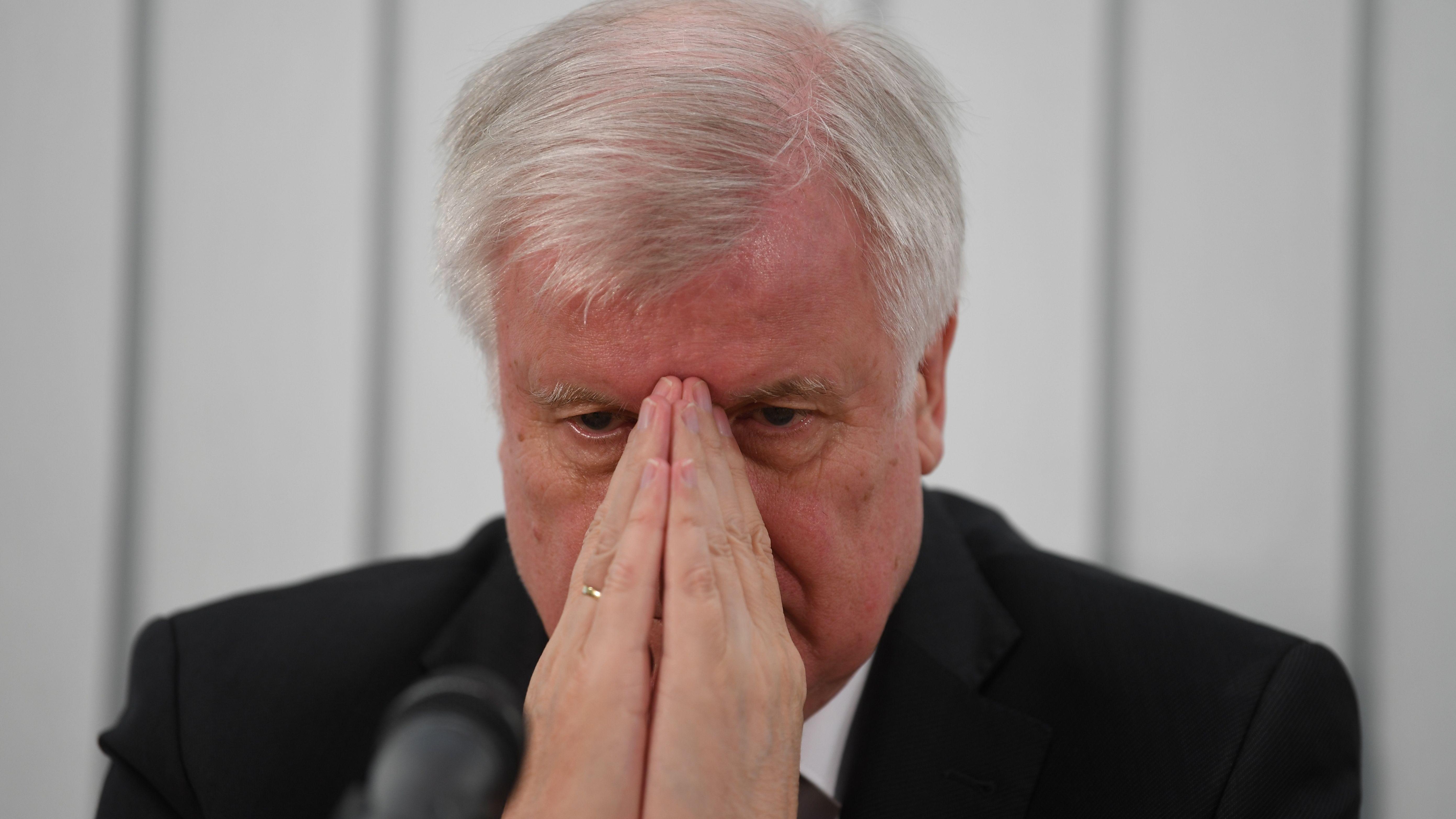 Horst Seehofer (CSU), Bundesinnenminister, am 10.10.19 bei einer Pressekonferenz in Halle zum Stand der Ermittlungen
