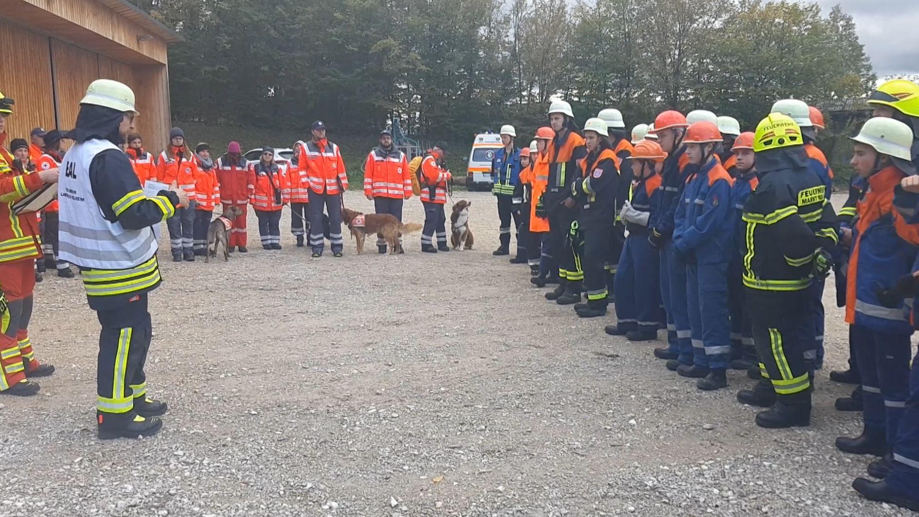 Rund 280 Jugendliche und Erwachsene beteiligten sich am Samstag (05.10.19) an einer Großübung der Feuerwehr im Landkreis Kelheim.