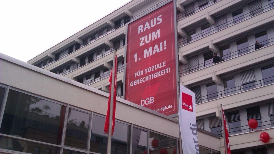 Plakat aus dem Jahr 2014 mit dem Aufruf zur Maidemonstration am Nürnberger Gewerkschaftshaus