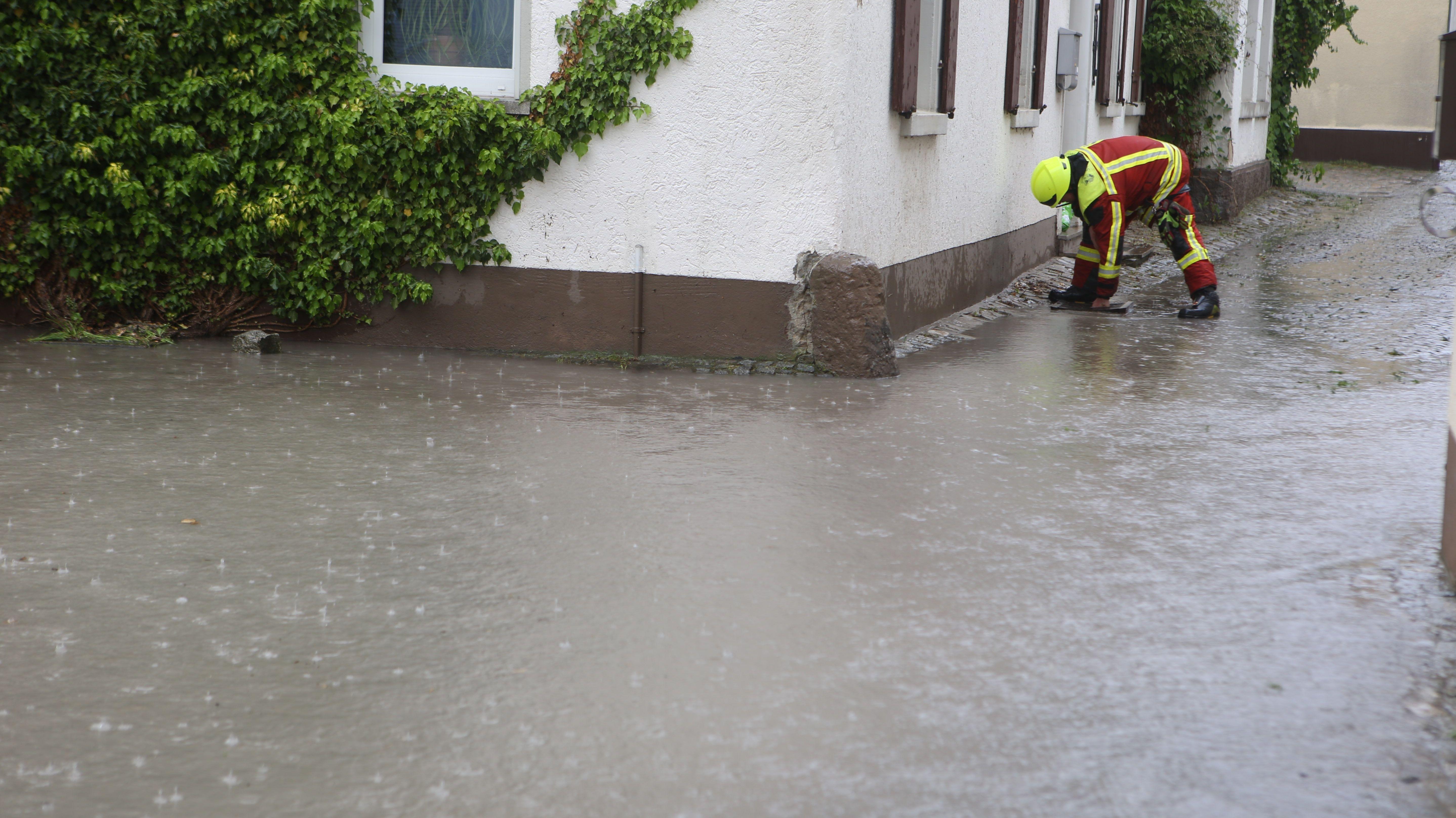 Dauerregen führt zu kleineren Überschwemmungen