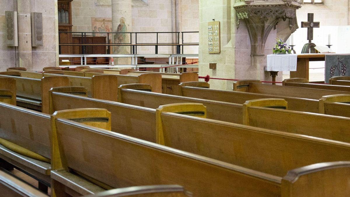 Symbolbild: leere Kirche in Zeiten von Corona