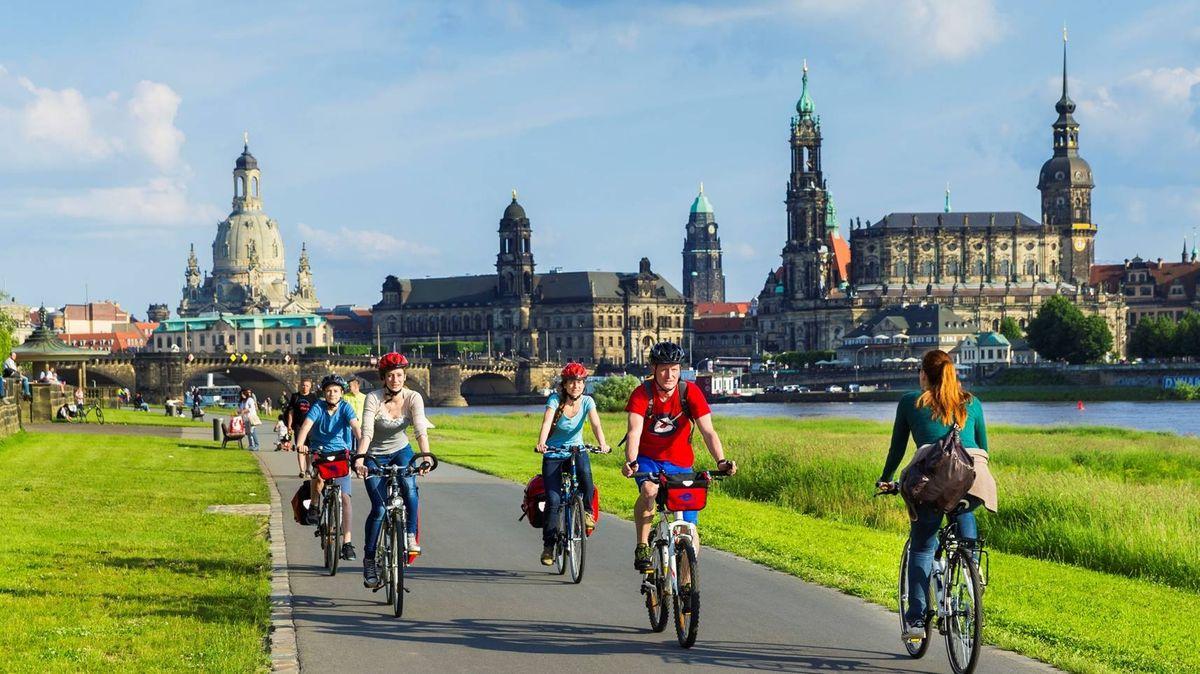 Fahrradfahrer auf dem Elberadweg