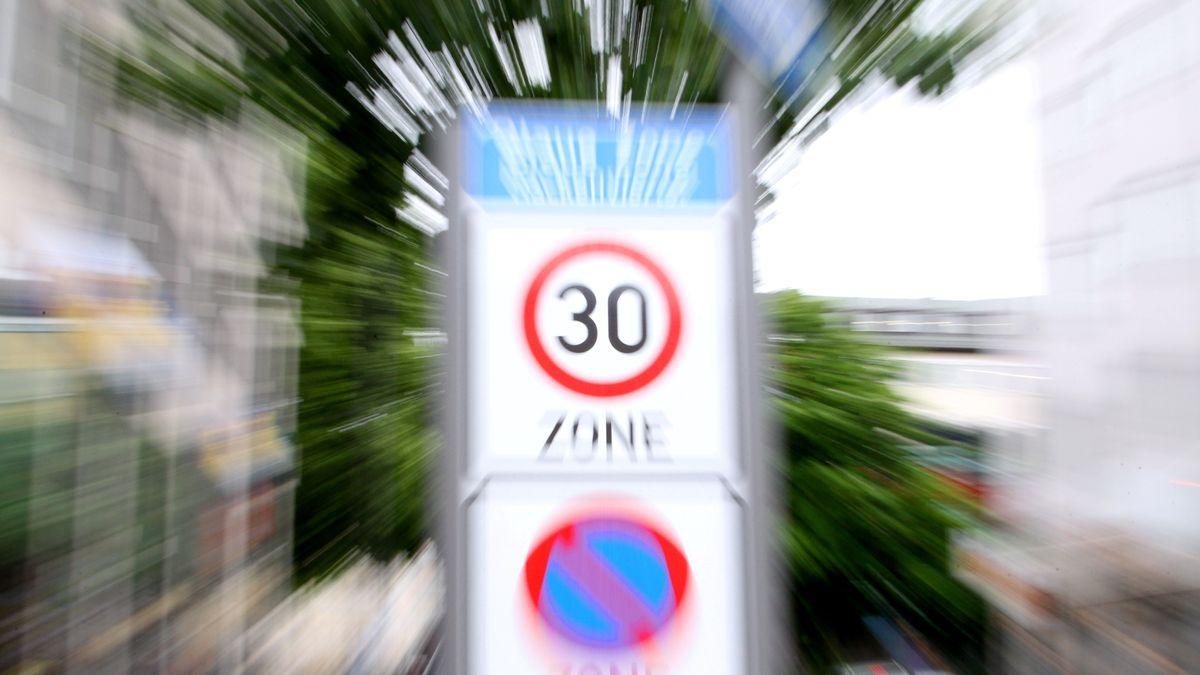 Schild: Tempo 30-Zone in München