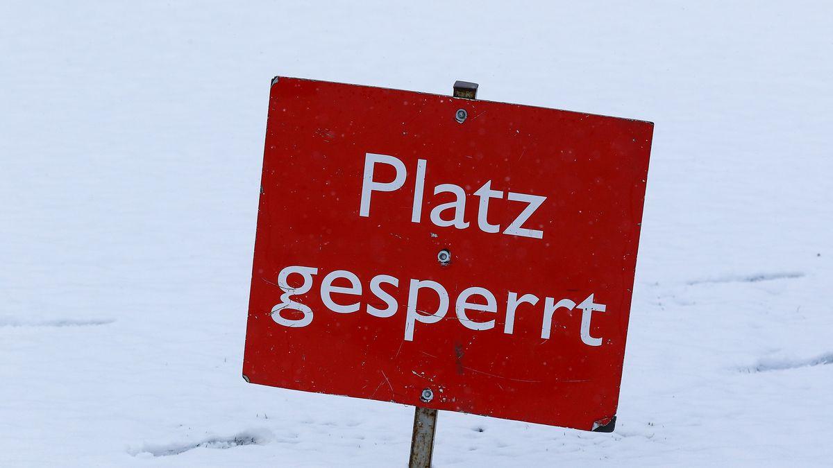 """Schild mit Aufschrift """"Platz gesperrt"""""""